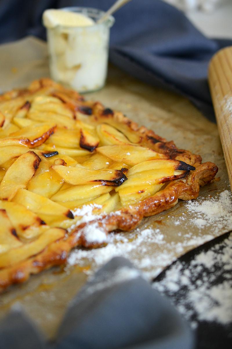 apple and vanilla tart