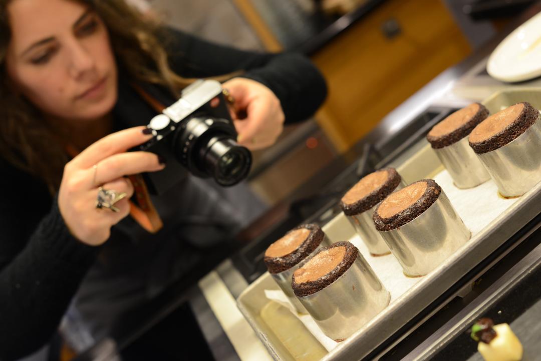 poppy loves photographing chocolate fondant at belmond le manoir raymond blanc cookery school