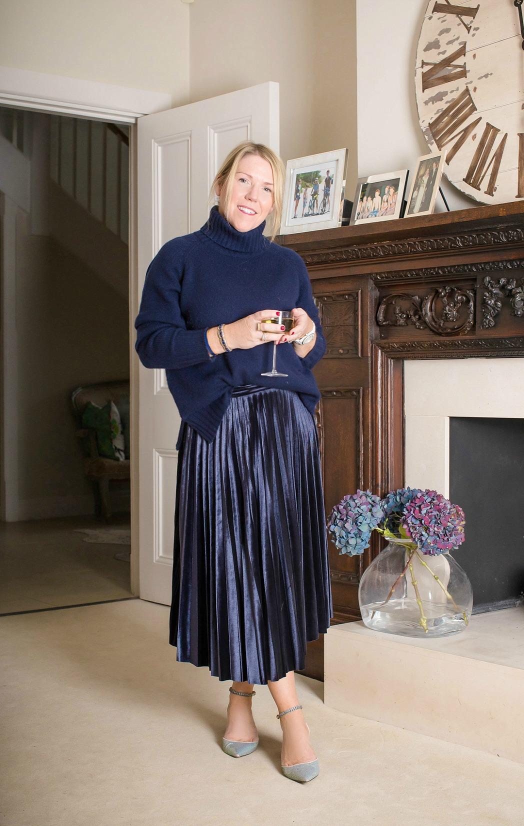 velvet-pleated-skirt-notesfromastylist